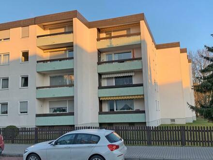 TOP! Renovierte 4 Zi.-ETW mit Balkon und Garage, das Bad, WC, Türen u. Böden erneuert