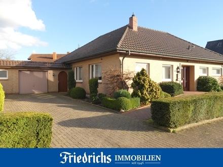 Gepflegter Walmdachbungalow mit Wintergarten u. Garage in ruhiger Lage in Bad Zwischenahn-Aschhausen