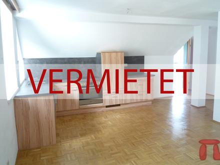 Wir vermieten Zufriedenheit !!! Gemütliche, helle 2- Zimmer-Wohnung, ideal für Singles/ Studenten