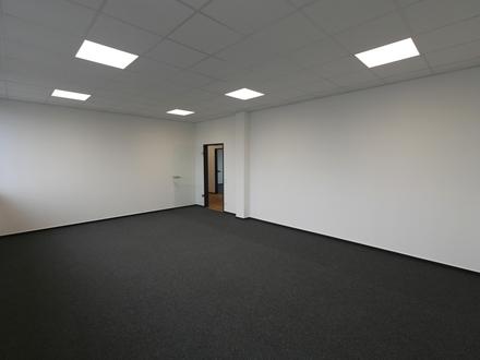 *ERSTBEZUG* Büroraum 37m² + sofort frei + PKW-Stellplatz