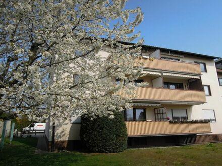 SOFORT freie 8 5 qm Komfortwohnung + herrlichen BALKON zur Grünanlage inkl. Einbauküche + KfZ Platz