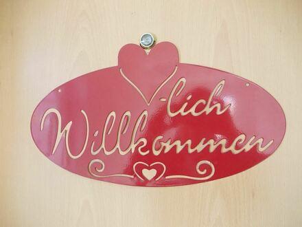 *Große, frisch sanierte & renovierte 5 Zimmer-Whg. * familienfreundlich & verkehrsgünstig / nur 5 km nach Rosenheim*
