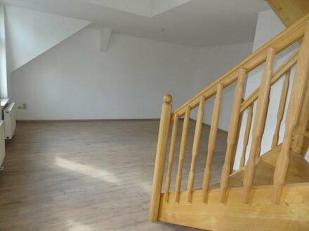 Klein, gemütlich, neues Laminat. Dachgeschosswohnung zu vermieten.