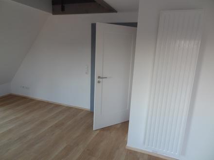 Moderne Maisonette- Dachgeschosswohnung in Hallstadt (3 Zimmer)