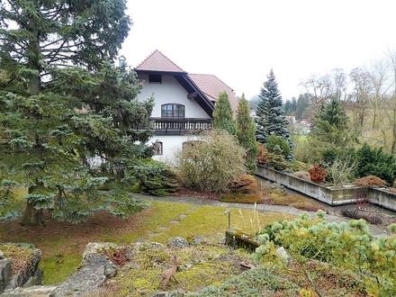 Herrliches, großes Anwesen mit Garagen und Lagerraum auf 2.932 m² großem Grundstück