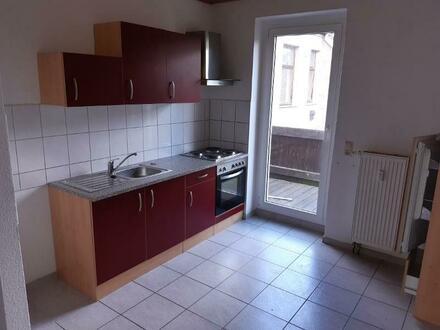 3-Raum-Wohnung mit Einbauküche und Balkon
