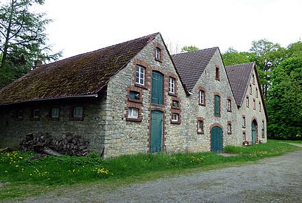 Resthof mit 3 Einliegerwohnungen