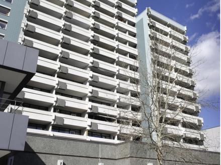Große Eigentumswohnung mit großzügiger Raumaufteilung und Fahrstuhl sowie zwei TG-Einstellplätzen