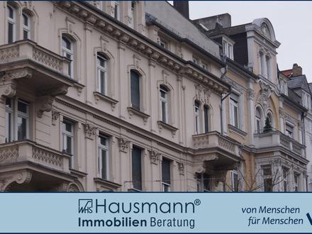 Lichtdurchflutete 4 Zimmer Altbau-Wohnung!