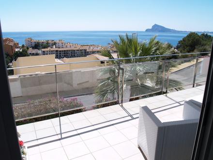 Exklusive Eigentumswohnung mit phantastischem Panorama-Meerblick, ideal als luxuriöses Familiendomizil oder als Altersruhesitz!