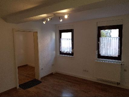 Sanierte 2-Zimmer-EG-Wohnung mit Einbauküche in Frankfurt/Heddernheim