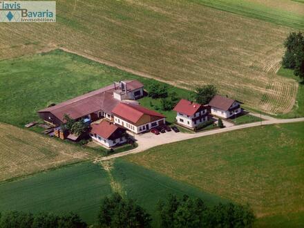moderne Schreinerwerkstatt mit hochwert. Maschinenpark, Büro, Schauraum und älteres Wohnhaus