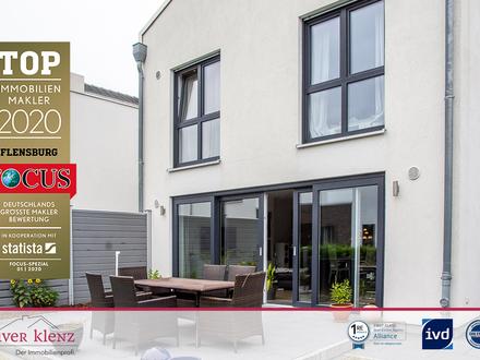 Neuwertiges Doppelhaus in Tarup - hier wohnen Sie großzügig und energieeffizient.