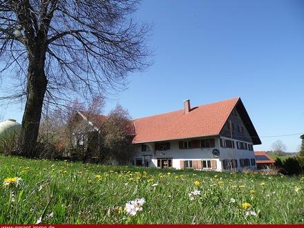**Renovierungsbedürftiges Bauernhaus mit riesen Grundstück!**