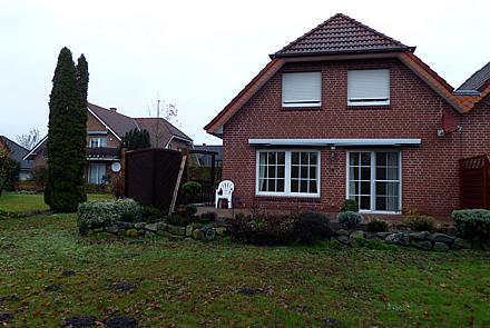 Doppelhaushälfte mit Einbauküche in recht zentraler Lage