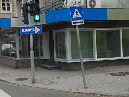 Geschäftsfläche in Ecklage mit großen Schaufensterfronten