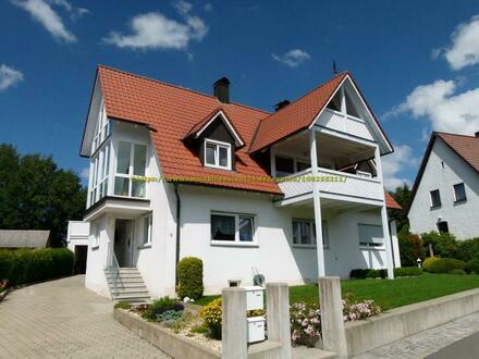 Gehobene 4-Zimmer-Wohnung -125m² - zwei Balkone, Wintergarten, Einbauküche in Marktschorgast