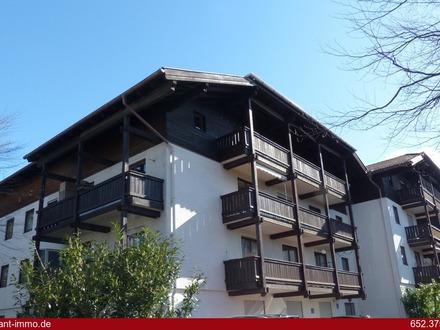 Traunstein: Individuelle 2 Zimmer-Wohnung mit Grundofen und Sonnenbalkonen!