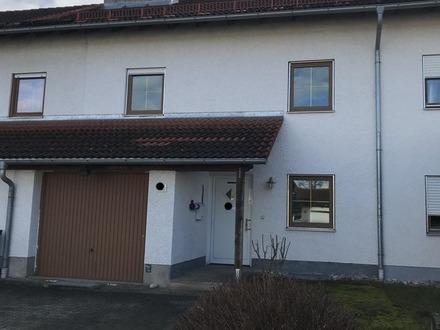 WOW! Endlich viel Platz für die Familie - Sonniges Reihenmittelhaus mit Terrasse, Garten und Garage!
