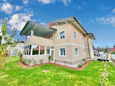 Ferlach - zentral: Zweifamilienhaus (Zusammenlegung in großes EFH möglich) mit Doppelcarport, Nebengebäude, Solar, Auße…