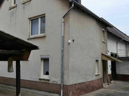 Renovierungsbedürftiges Wohnhaus mit Scheune und Nebengebäuden in Gau-Odernheim