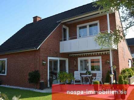 Gepflegtes und teilunterkellertes Einfamilienhaus mit Terrasse, Balkon und Garage in Husum