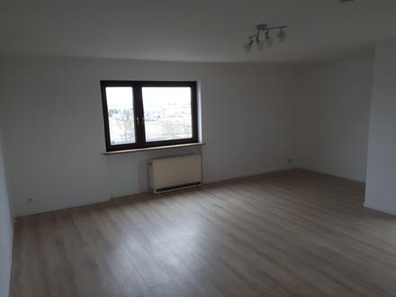 2 ZKB ca. 67 m² 430,- zzgl. Blk. . Tel. 0151-17455374 ab 17.00 Uhr, Online-ID:...