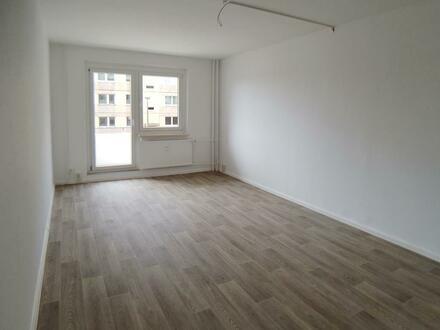Familien aufgepasst, frisch renovierte 4-Raum-Wohnung