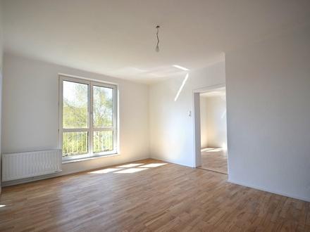 ZENTRUM MITTE LEHEN | Generalsanierte 3-Zimmer-Wohnung in der obersten Etage mit Parkblick