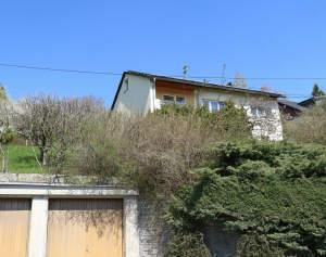Ein-/Zweifamilienhaus mit großem Hanggrundstück