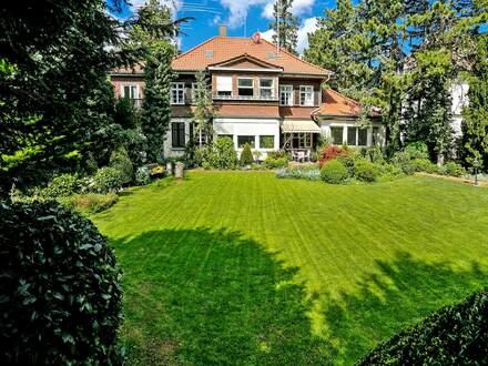 Traumhafter Gartenpark! Stilvolles Wohnanwesen mit eben verlaufendem Grundstück