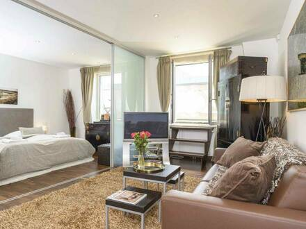 Exklusive, modernisierte 2-Zimmer-Wohnung mit Balkon und EBK