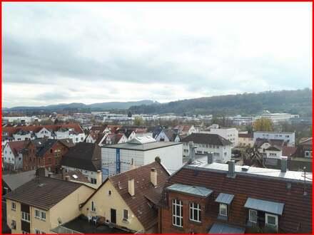 Stadtwohnung mit Balkon, Aufzug und Hausmeisterservice!