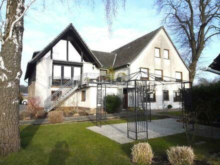 Mehrfamilienhaus mit 3 Wohneinheiten - zentral gelegen und doch im Grünen!