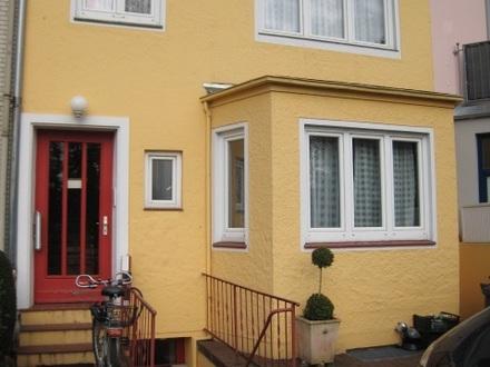 Anleger/Selbstnutzer, Toplage Nähe Weser, saniertes RH 3 Wohnungen idyll. Garten