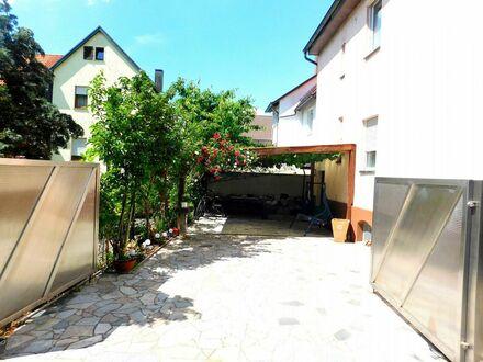 **Wohnen im Herzen von Schorndorf**- Solides freistehendes Zweifamilienhaus in zentraler Lage
