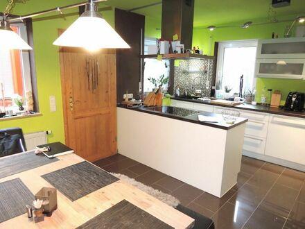 1 9 5 qm exklusives KETTENHAUS mit tollen Garten + Küche mit Kochinsel + SAUNA + STUDIO im DG