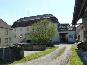 Großzügiges Anwesen mit Halle, Nebengebäude und Garten in 97762 Hammelburg-Untererthal
