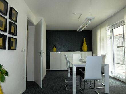 Moderne Büro-/Laden-/Praxisfläche mit Parkplätzen