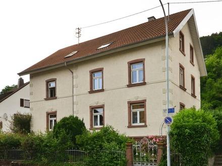Wunderschön: Geräumiges Haus mit großem Garten in ruhiger Wohnlage!