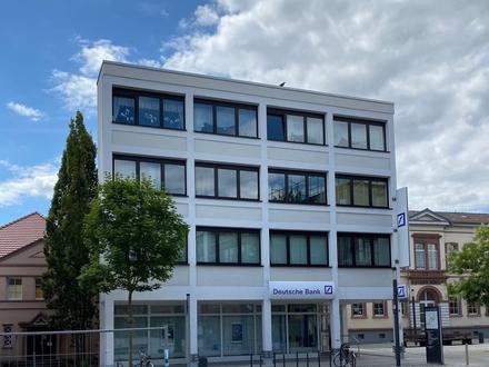 Frisch renoviert und modernisiert - Top Büro,-Praxisräume / Atelier / im 3.OG in bester Stadtlage