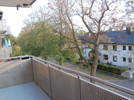 Frisch renovierte 3-Zimmer-Wohnung mit großem Balkon