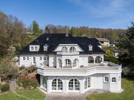 Exklusive Villa in Bestlage von Gummersbach auf 20.000m² Grundstück mit 5 Garagen und Indoor-Pool