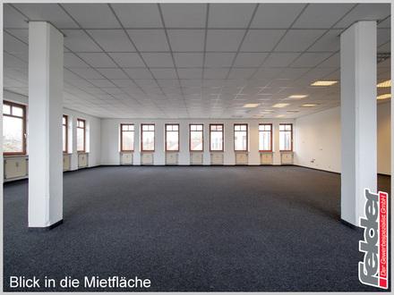 Büroräume in gut sichtbarer Lage mit Parkplätzen!