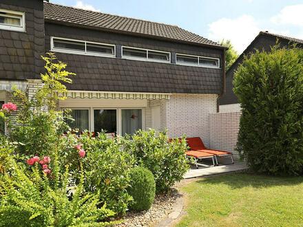 TT Immobilien bietet Ihnen: Doppelhaus (Ferienhaus) mittig zwischen Strand und dem Hooksieler Ortskern!