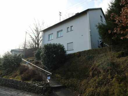 + Solide Immobilie mit großem Grundstück in Siegen-Eiserfeld +