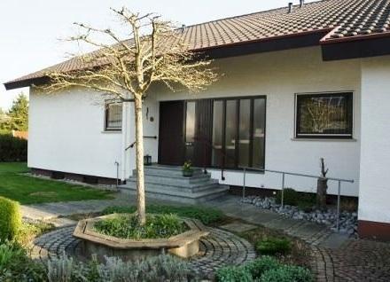 Liebenswertes, familienfreundliches Einfamilienhaus mit traumhaftem Grundstück