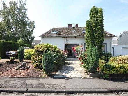 Zweifamilienhaus in ruhiger Lage und mit ansprechendem Garten