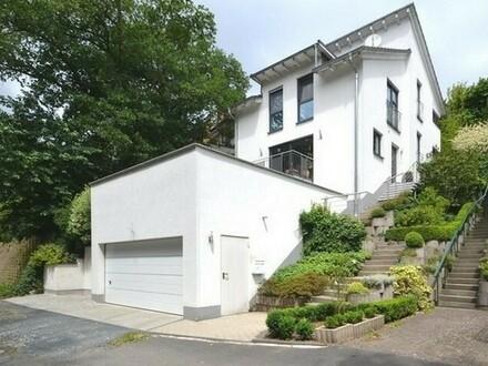 Familie gesucht: Modernes, freistehendes Einfamilienhaus in gesuchter Lage von Neu-Anspach