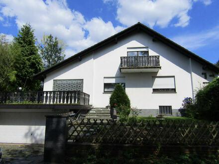 Renovierungsbedürftiges Einfamilienhaus mit Einliegerwohnung in B. O.-Oberbecksen